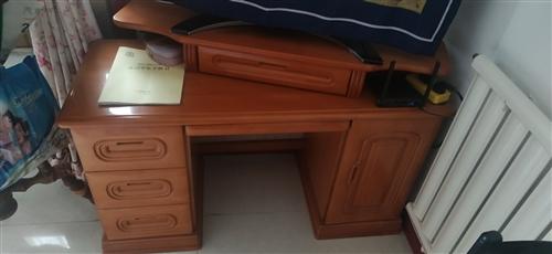 實木的化妝臺,鞋柜,寫字桌,單人床,二手使用時間為5年左右。價格面議,可以單個購買,也可以全套都要價...