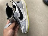 耐克男孩运动鞋,28码,8成新,小朋友穿不下了转给有需要的朋友,鞋子很板正的