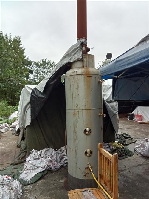 一个锅炉,,一个装袋机,做平菇的可以用装袋机,有要的可以联系,价格好谈,17345364756