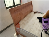 去年买的床,刚好房租到期了,在这个房子也没住几天,想把这个床卖了,新床垫,新床,需要的可以联系
