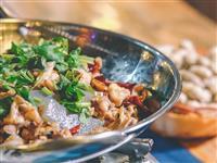 榕江码头酒吧推出59.9元抢购166元的香辣牛蛙套餐!还有凉拌小肚子~海白菜~炎热夏季消暑必备!