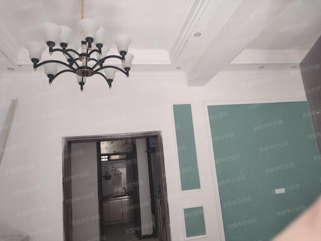 紫荊華府北兩間三層正宅精裝修有證60萬元
