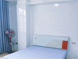 其他3室 1厅 1卫1300元/月