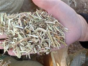 牛羊草料花生秧小麥秸稈等