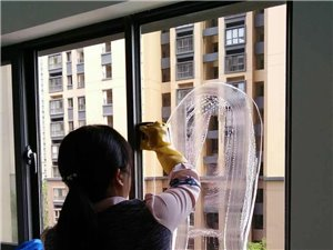爱家美家 家政保洁 专业擦玻璃