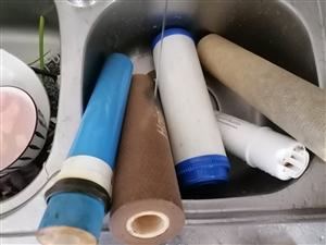 净水机更换滤芯维修