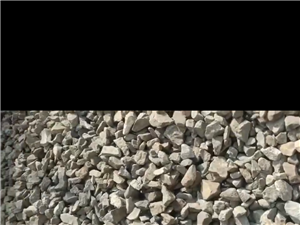 加工石子原料,过筛。
