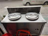 雙筒煤氣煮面爐一臺,1.2米點菜柜一臺,都是20年6月置新的。