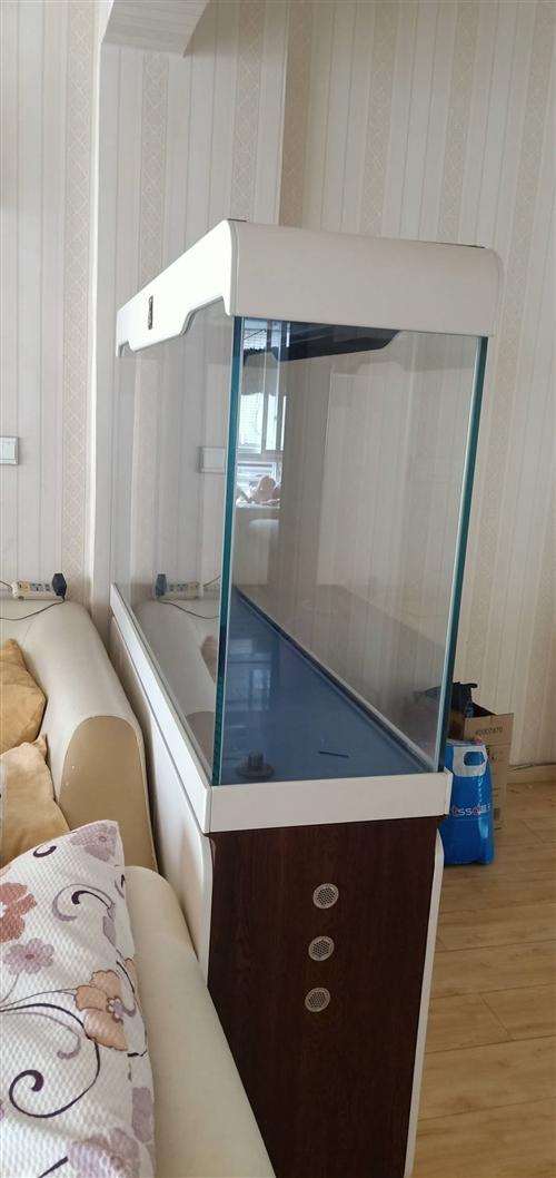 大约1.5米×1.5米,家用客厅鱼缸出售