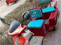 出售老年电动三轮车,刚换的超威新电瓶,八成新。价钱面泌