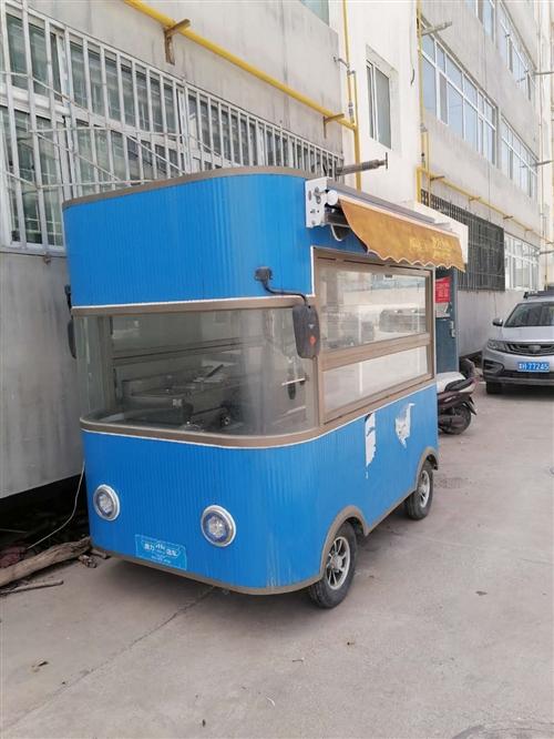 九九新烧烤餐车,就用过五六次,由于开了烧烤店,想出售此车,车在德令哈本市,低价出售