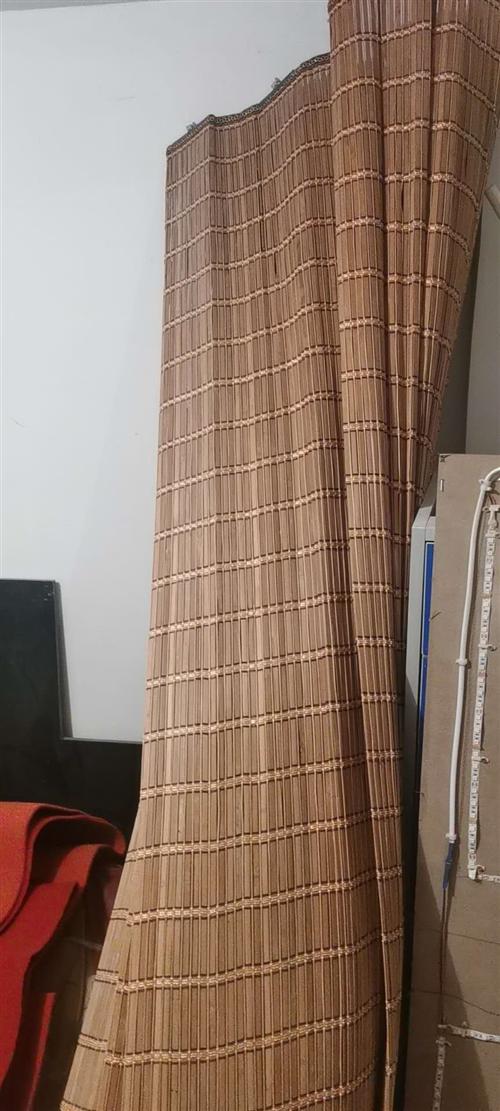 本人有竹帘子10米,保存良好,需要的电话联系,买的时候3000元分两边的