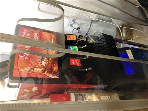 可乐机,带气罐,糖浆。全部买成6600。现在3000卖了。