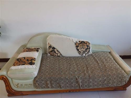 因装修出售一组沙发,垫子自从买了就包着,价格可沟通,有意向的可以联系。地点:齐河县刘桥镇流洪社区 ...