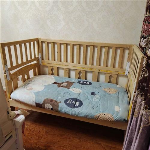 寶寶實木拼接床 寶寶現在不睡小床了,床一直閑置著,尺寸是80*150的,能力范圍內買了**的棕床墊...