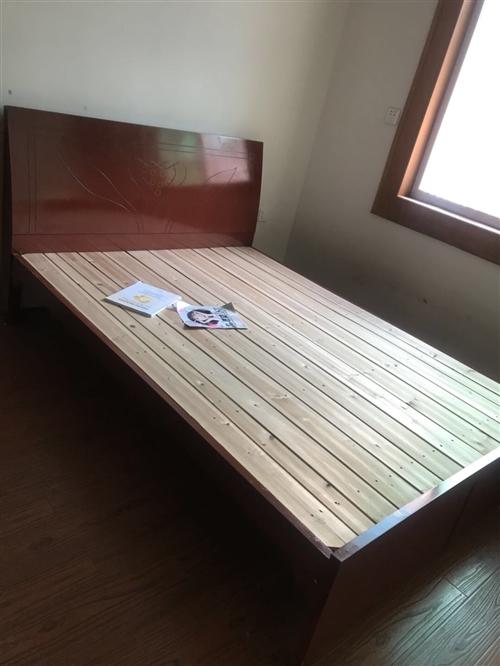 热水器八成新,床二张1.5米。如有需要请面谈