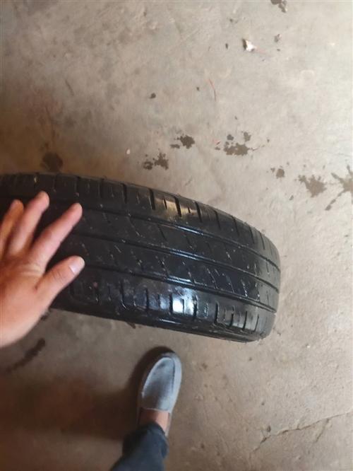 本人出售小车轮胎带钢圈型号 165/70R14LT联系方式:18350976276