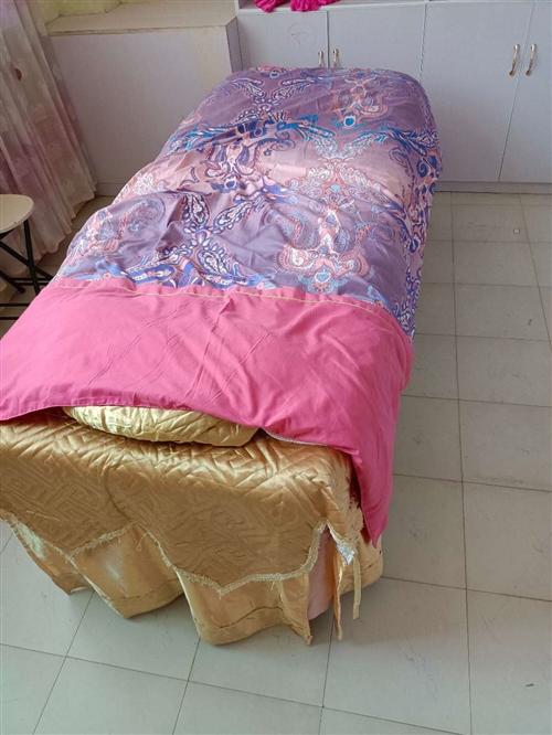 本人现出售5张**美容床 一个消毒柜 两台**美容仪器 有需要的朋友联系 电话1582855362...