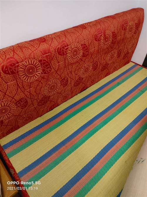 1.5米木板床,7成新,适合出租用,120元出售,有意向者可以电联。