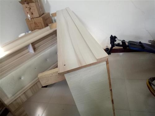 一米二宽的床,买时460元。没睡过几次,现在不用了,有需要的联系。