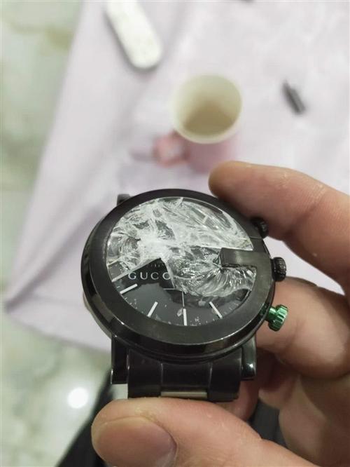 低价网址古驰手表,18600买的。带发票,被摔坏玻璃。换玻璃只要300/600。