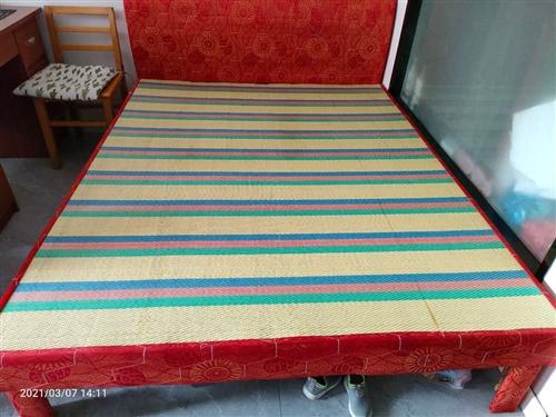 八成新木板床,买来时花了300多,120元卖出,适合租房人士,有意者电联。