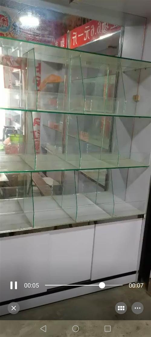 去年冬天买的新的,现如今对外出售,8个玻璃展柜,玻璃可拆卸!260元一个!4个实木货柜!350价格可...