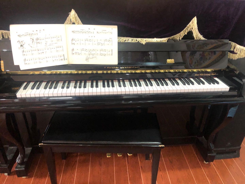三台国产品牌钢琴,琴行自用琴,原价两万以上,现价3800,4800,6800,还有一台珠江钢琴,原价...