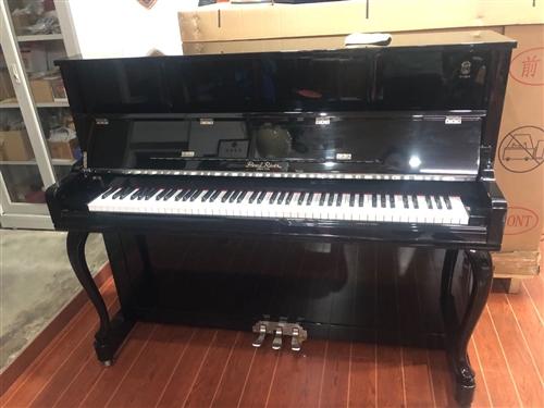 珠江钢琴,广州原产,型号IN2S,使用不超过一年,官网报价2.8万,由于太占位置,琴行太多钢琴,所以...