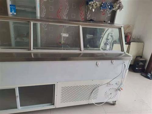 现有95成新展示柜一台,因店铺转让出售,可用于熟食,串串,烧烤等,有需要的请联系。