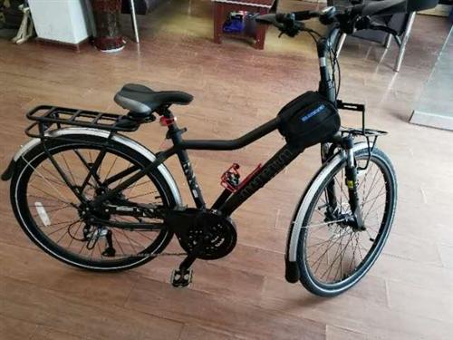 捷安特爱喜350旅行版自行车,27速,购买半个月,因买摩托车所以低价出售,原价2998,购买的附件全...