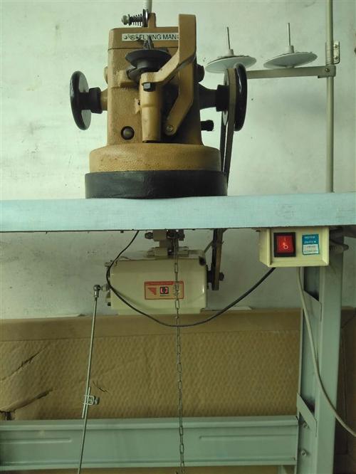 做手套里子的缝皮机4-5的型号飞人牌的,只用了半年,一直在家放着。低价处理。电话:136531189...