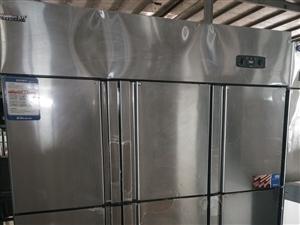 六门商用冰箱,雪村品牌,上冷冻下冷藏,只用了几个月,还在保修期内,要的联系