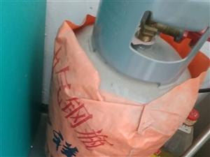 早餐店不开了,店里有三个煤气罐,50公斤,12.5公斤,已卖,还10公斤的一个,需要的联系,县城内可...
