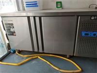 早餐店不开了,九成新冷藏冰柜一个,需要的联系