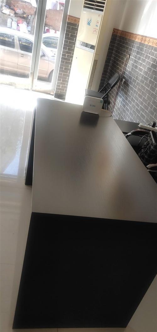 桌子便宜出售电脑桌1.6*1.2 *70   200元  字台100元