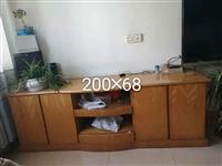 柜子是手工做的,沙发和茶几6800买的,九成新,因屋内装修,怕沾灰,可上门看看,价格好商量,