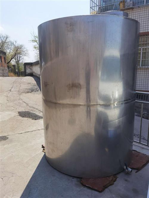 出售储酒罐,3.5吨不锈钢罐1个,180斤不锈钢小罐13个,可储酒、水等,价格面议