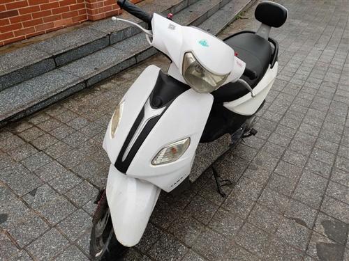 二手踏板車,可以手機充電。包養好,經常在學校不經常騎七千多公里,可以手機充電。發動機完美可以跑一百多...