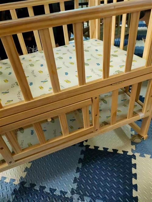 95成新婴儿床,我儿子下生就睡几天然后就不睡了,家里实在没地方放了,低价出售,非诚勿扰