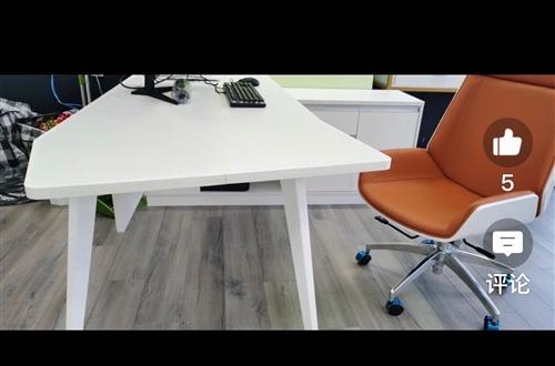 1.8mx0.8m办公桌,左副柜,如图一全白的桌子,**未拆封,20号前成交可含安装,自提。地址在合...