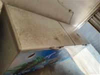 使用中2.4米长大冰箱,仓库到期没地方放,600卖了。电话18815916635