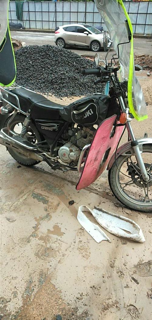 陆爵摩托车,已上牌,证件齐全。现因家里有电动车,故把摩托车便宜出售,有需要的联系我