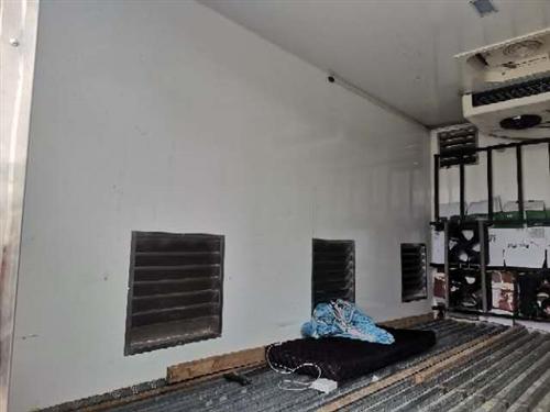 2020年6月份出厂订制集装箱  内涵 水莲 风扇 百叶窗  天窗  压缩机 车底 水箱 水泵 本人...