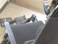一个闲置电动轮椅,七八成新。有轻微摩擦掉漆,可坐可躺,4000买的,一年多了,不用了。