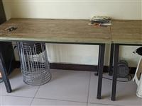 四张桌子 凳子12个 几乎**