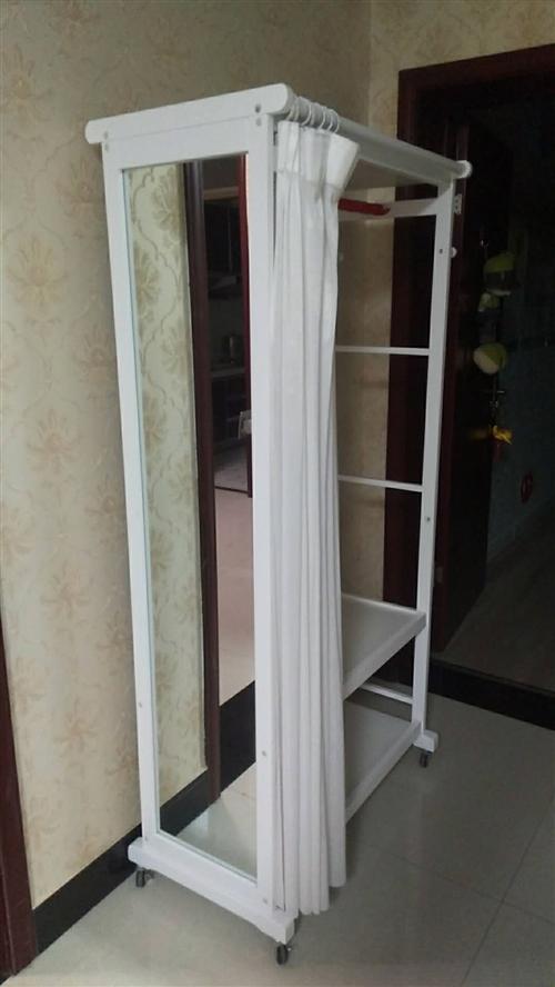 出售九成新衣帽架(镜子、鞋架、衣架),30×80×170尺寸;儿童书桌120×140。需要的联系18...