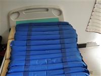 一个电动护理床,可翻身,起背,坐起,有便盆,洗头盆,带一个防褥疮气垫,有想要的联系。