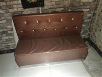 速处理沙发,皮沙发长1.5米  布艺沙发1.2米 红酒架1.2米。有需要的可以电联。1389371...