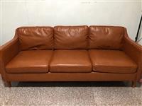 真皮沙发  买来3000多  由于要搬家现在便宜出手  1800  九层新  崭新的   感兴趣电话...